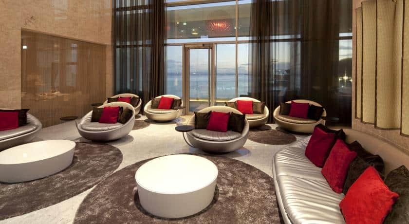 Lounge no Myriad by Sana
