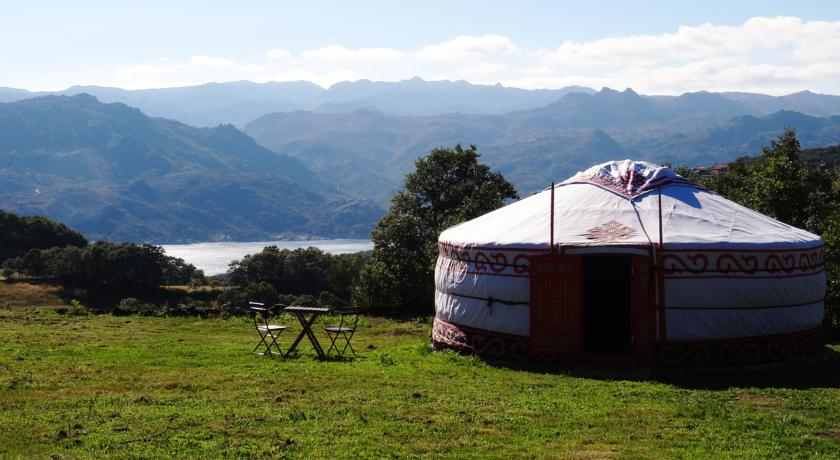 Nomad Planet - yurts no Gerês