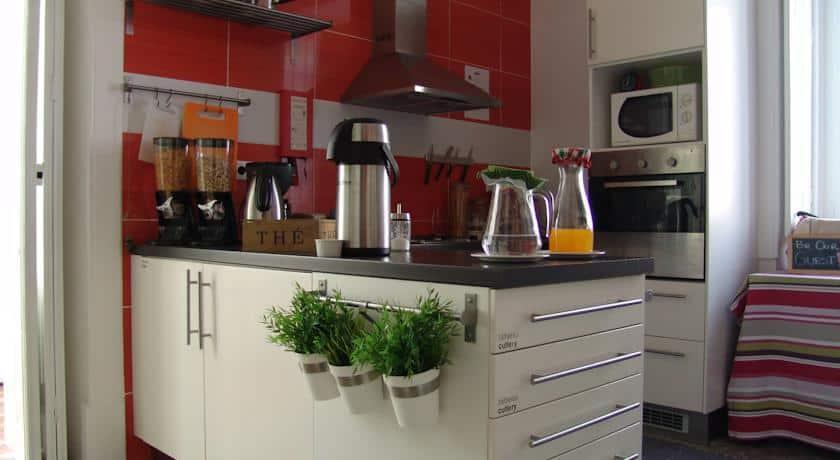 Cozinha onde são servidos pequenos almoços no Aveiro Rossio Hotel
