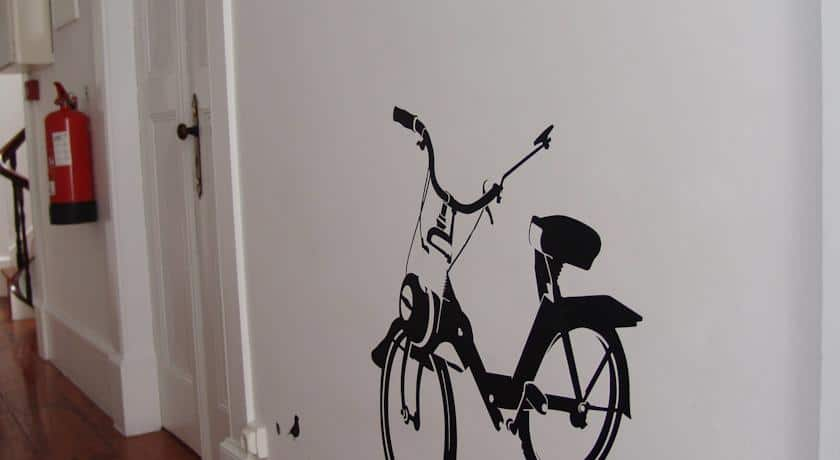 Pormenor do corredor do Aveiro Rossio Hostel