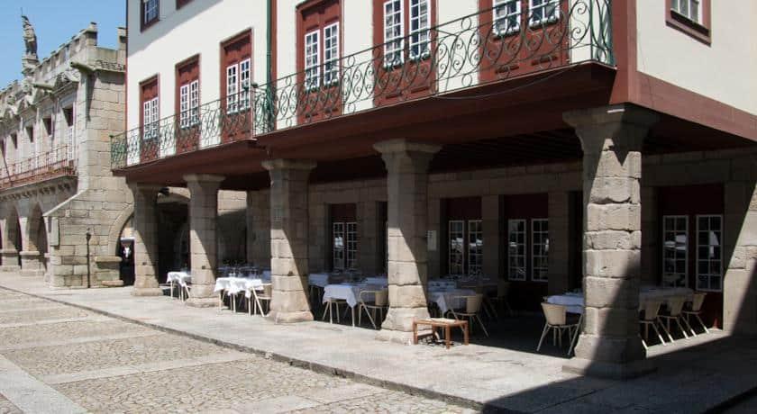 Fachada exterior do Hotel da Oliveira